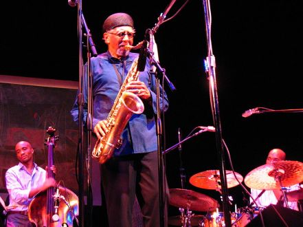 800px-Charles_Lloyd,_with_Reuben_Rogers_&_Eric_Harland,_Santa_Barbara_9-2006,_Image_by_Scott_Williams